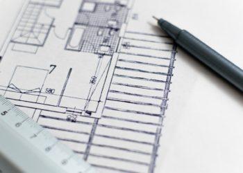 plan architecte avec règle et crayon : garantie de parfait achèvement