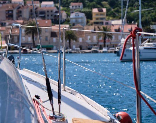 louer un bateau, photo prise depuis le bord d'un bateau de location
